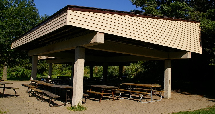 picnic shelter at petticoat creek conservation area