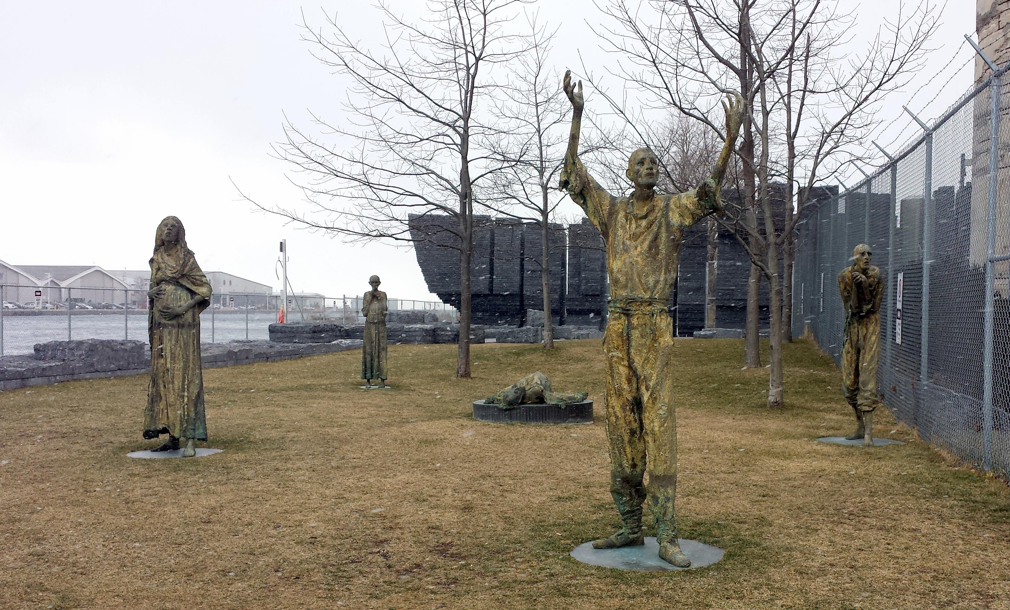Statues at Ireland Park