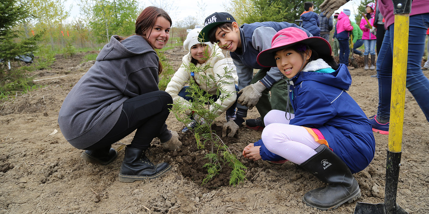 community members at TRCA tree planting event
