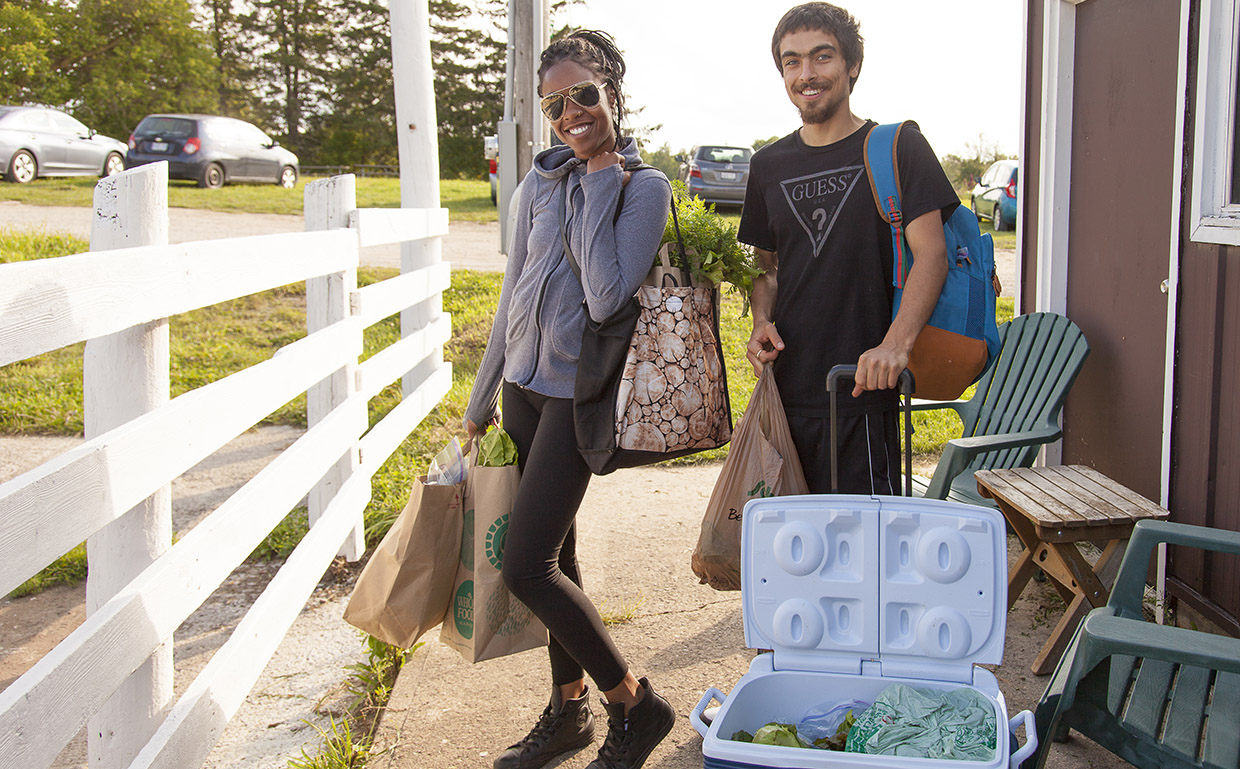 couple buys local produce at Albion Hills Community Farm