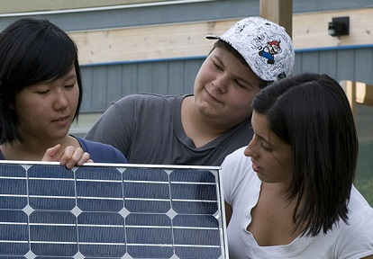 students learn about solar energy at Kortright Centre