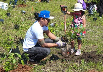 father and daughter at Rouge Days community tree planting event