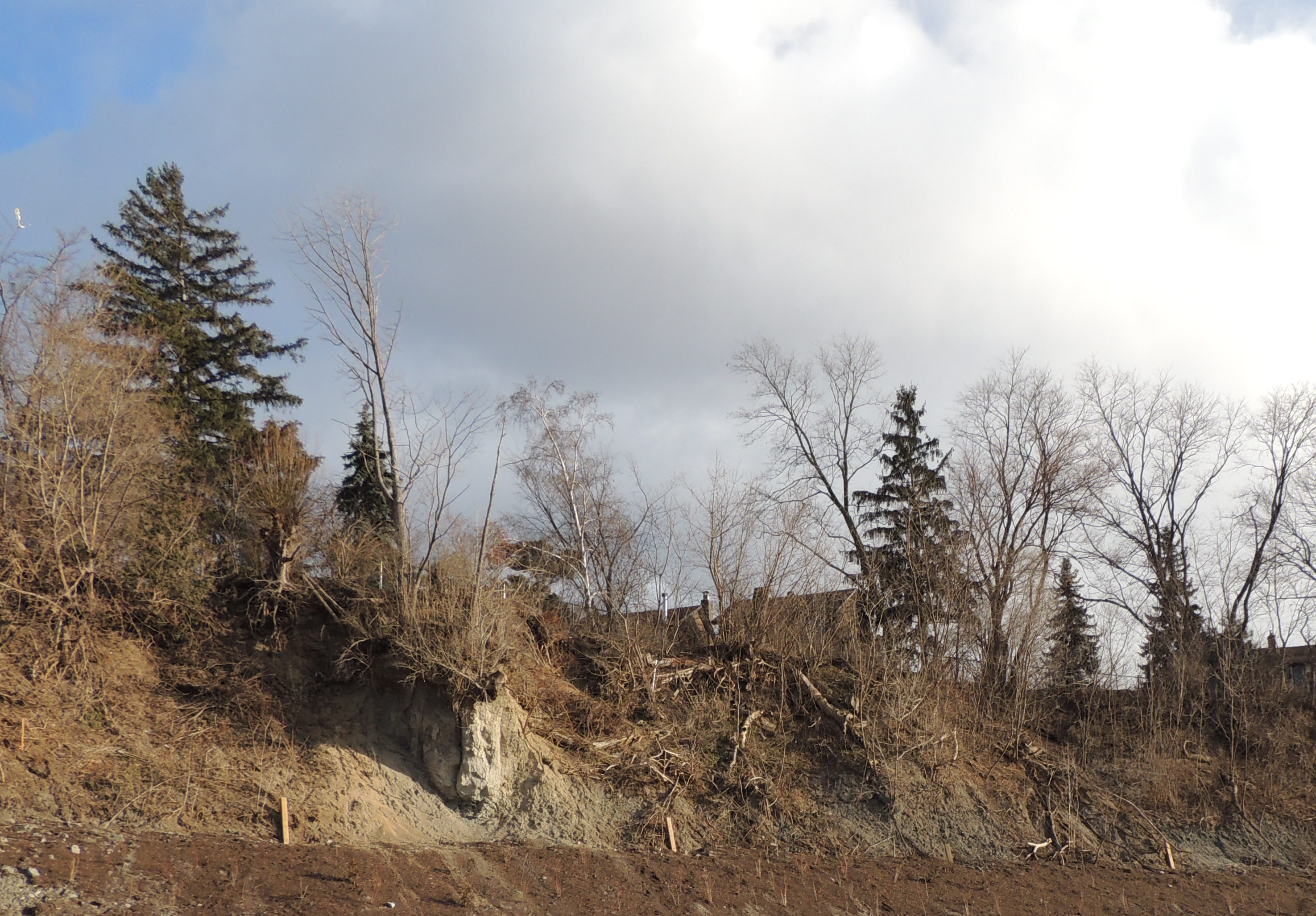 Visible erosion problems and slope failures along the upper slope of a valley wall